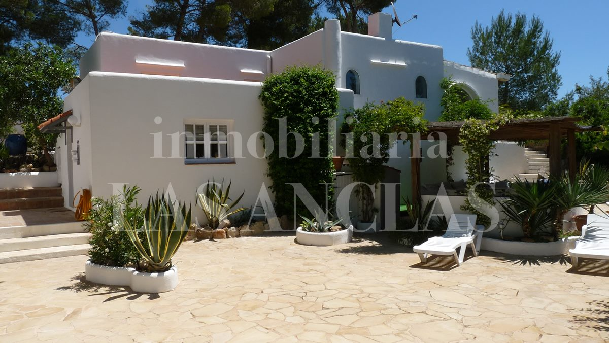 house with easy-care plot - house / villa in Santa Eulalia Ibiza for sale