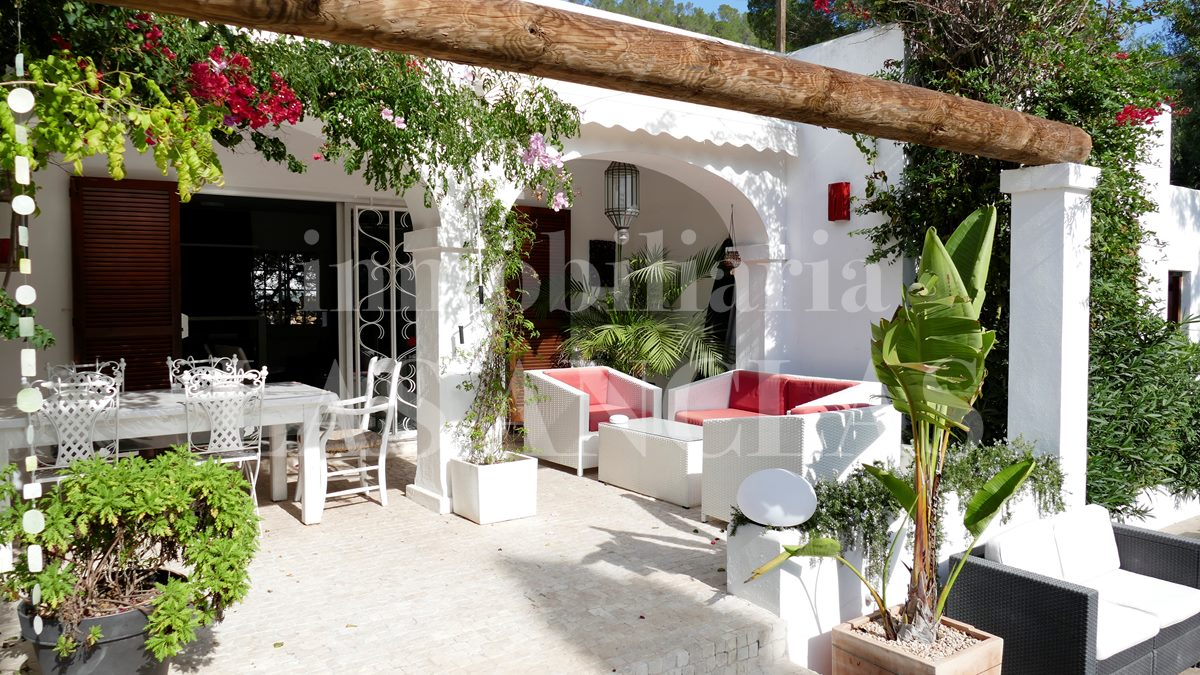 Ibiza Santa Eulalia - Charming house at ground-level with a pretty garden and close to the beach for sale