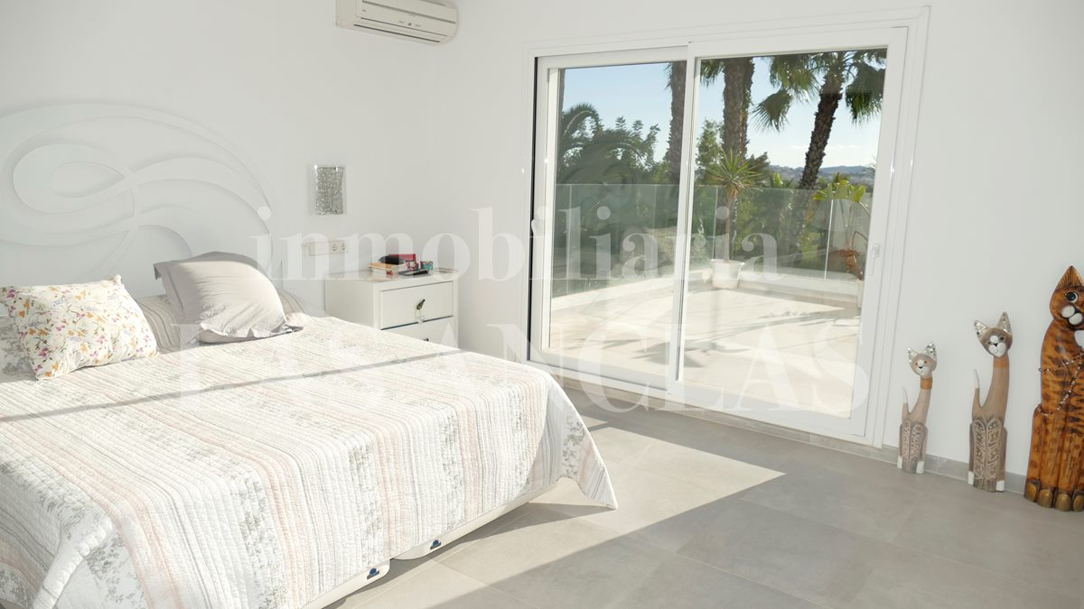 Ibiza Jesús - Bright and modern villa with guest apartment and garage for 6 cars for sale