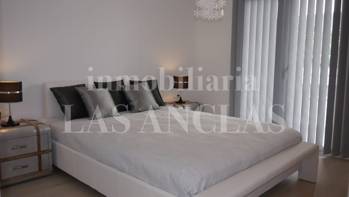 bedroom with balcony - flat / apartment in Santa Eulalia Ibiza for sale
