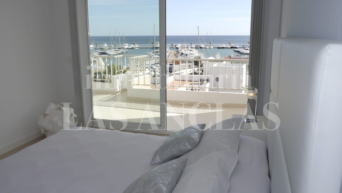 bed with awsome sea views - flat / apartment in Santa Eulalia Ibiza for sale