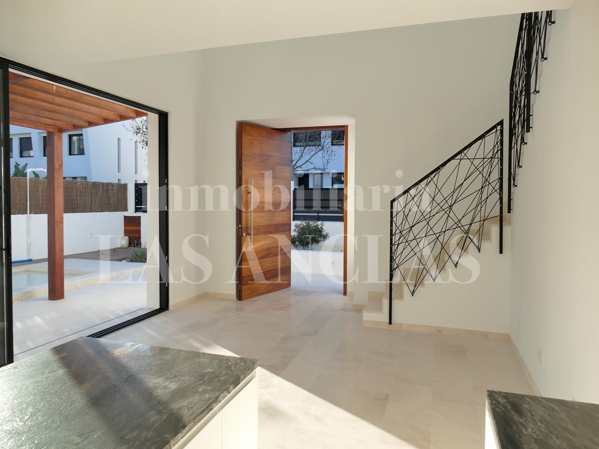 Ibiza Jesús - Modern and luxury family villa with heigh ceilings, open gallery and pool for sale