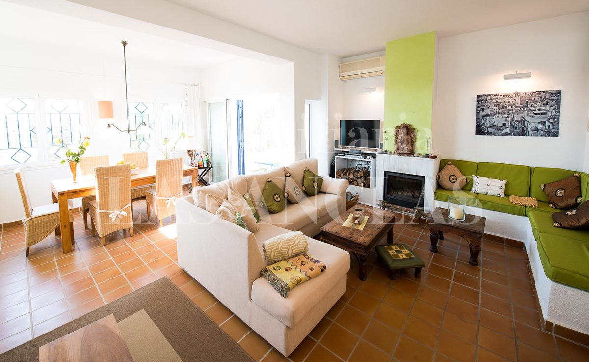 Ibiza Santa Eulalia - Inviting detached house with large roof terrace near the beach for sale