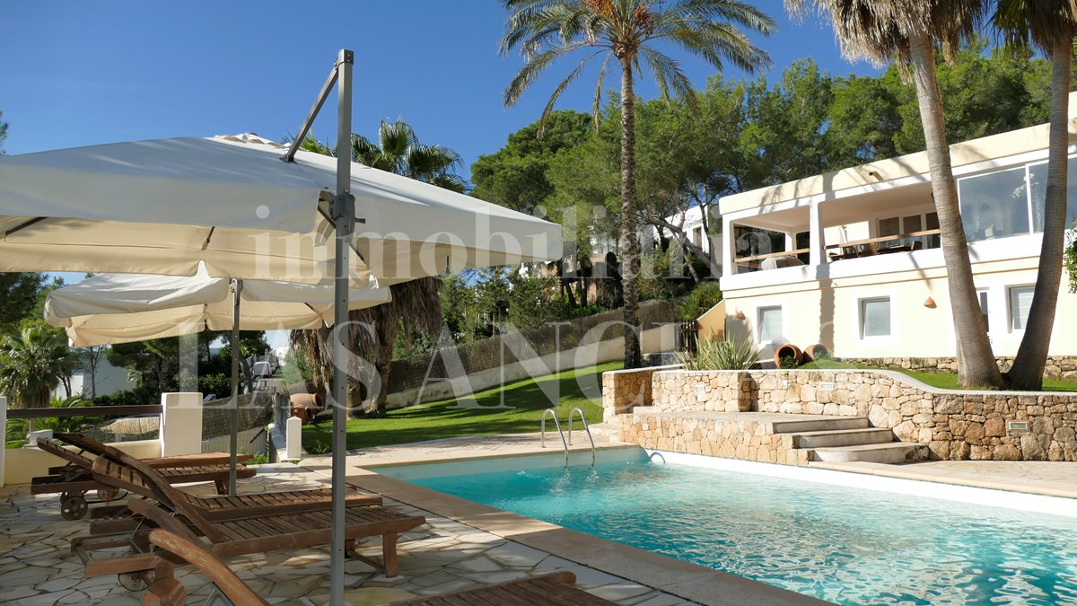 Ibiza Jesús - Spacious, sunlit villa in a secure and sought-after gated community for sale