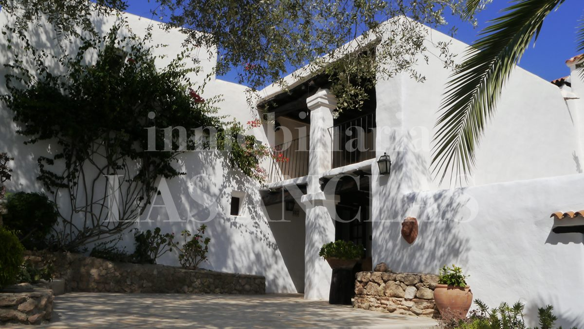 thick walls and whitewashed facades - authentic finca mansion in San José Ibiza for sale