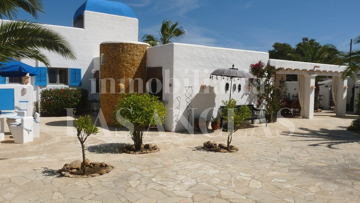 Ibiza San José - Complex of 3 marvellous houses plus studio on a beautiful flat plot for sale