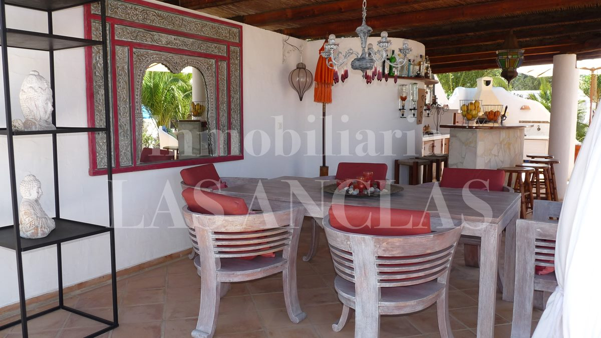 one of several covered terraces - mansion / manor house in San José Ibiza for sale