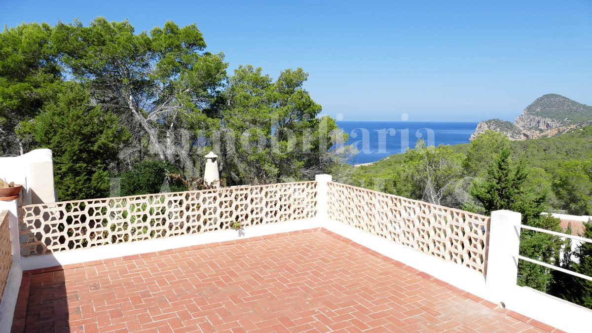 Ibiza west coast - Touristic license! Villa on countryside in a quiet area with pretty sea views for sale