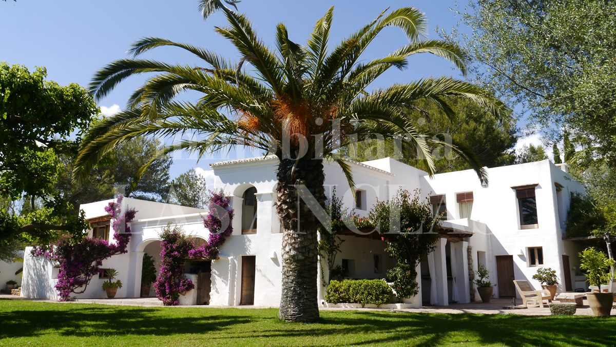 typical architecture of manorial mansions - authentic finca mansion in San Lorenzo Ibiza for sale