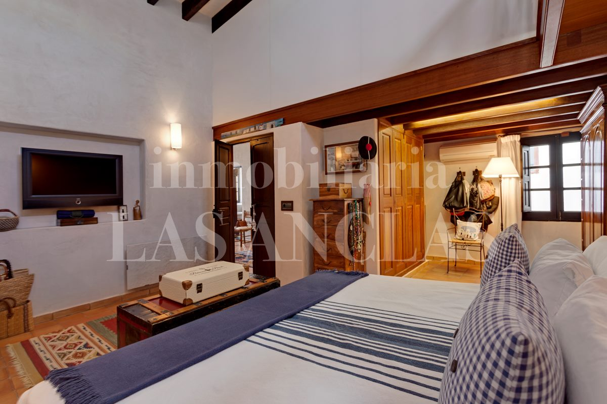 Ibiza / Eivissa - Stylish duplex flat with roof terrace in the heart of the marina for sale