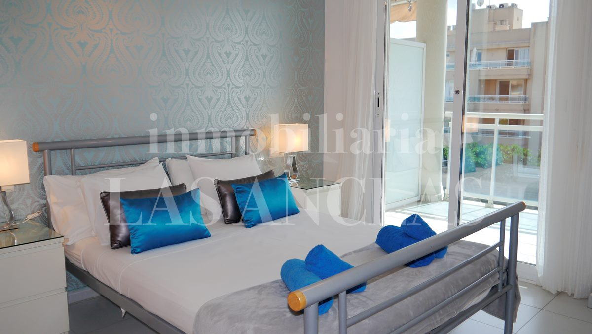 Ibiza Playa d'en Bossa - Comfortable apartment with nice terrace only 50m from the beach for sale
