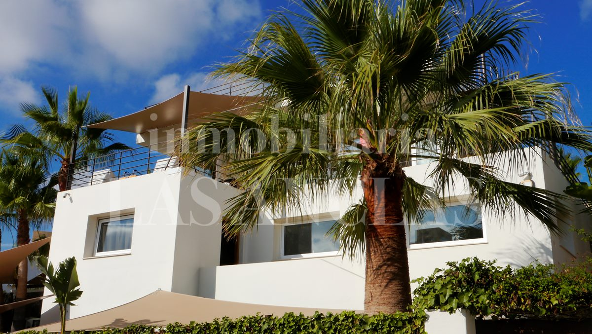 Ibiza Marina Botafoch - Modern villa with inviting exterior and roof terrace with views for sale