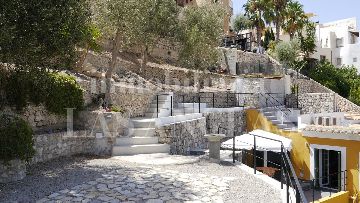 terraced garden with elegant natural stone walls - flat / apartment in Dalt Vila Ibiza for sale