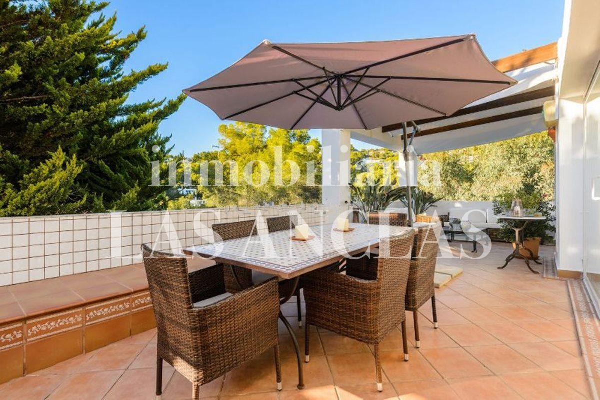 Ibiza Jesús - Attractive apartment with large terrace and community pool for sale
