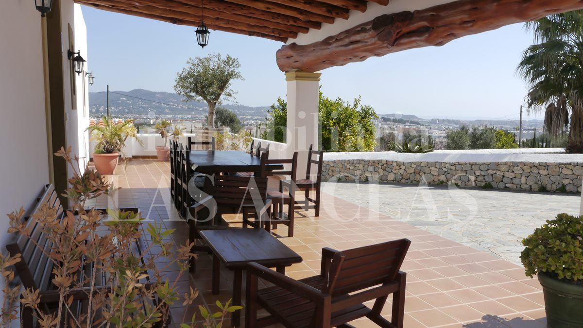 Ibiza Jesús - Centrally situated finca with vineyards, views and historic defence tower for sale