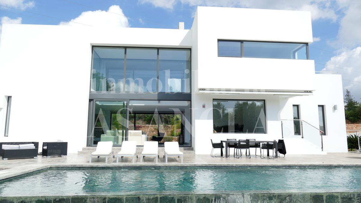 Ibiza Santa Gertrudis - Minimalist luxury villa with 23 x 4m pool in a natural environment for sale