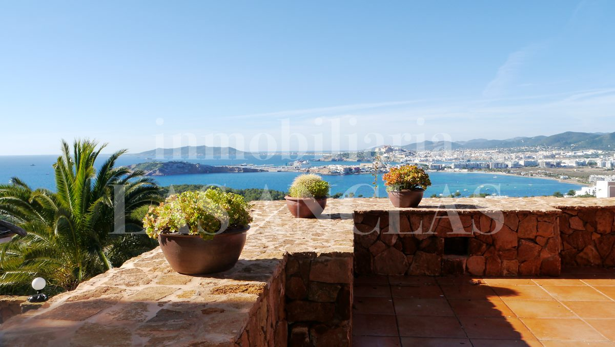 Ibiza Jesús - Villa in privileged location with exceptional sea views and to Dalt Vila for sale