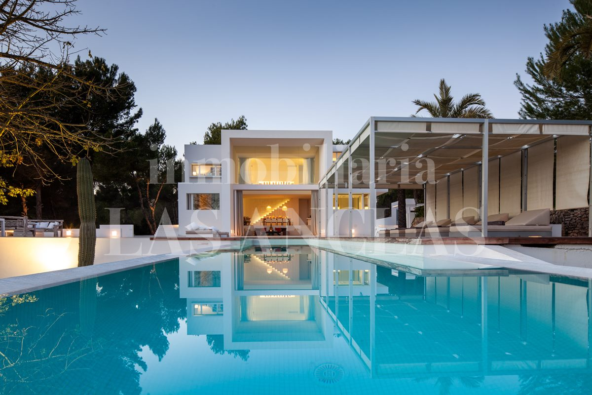 Ibiza Santa Gertrudis - Designer luxury villa with with rental license and sea view for sale