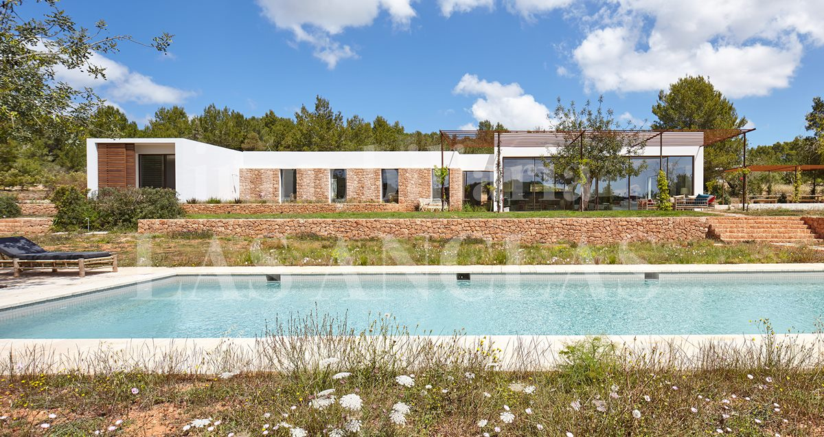 Ibiza Santa Eulalia - Idyllically located single-storey designer villa with 6 bedrooms and 20m pool for sale