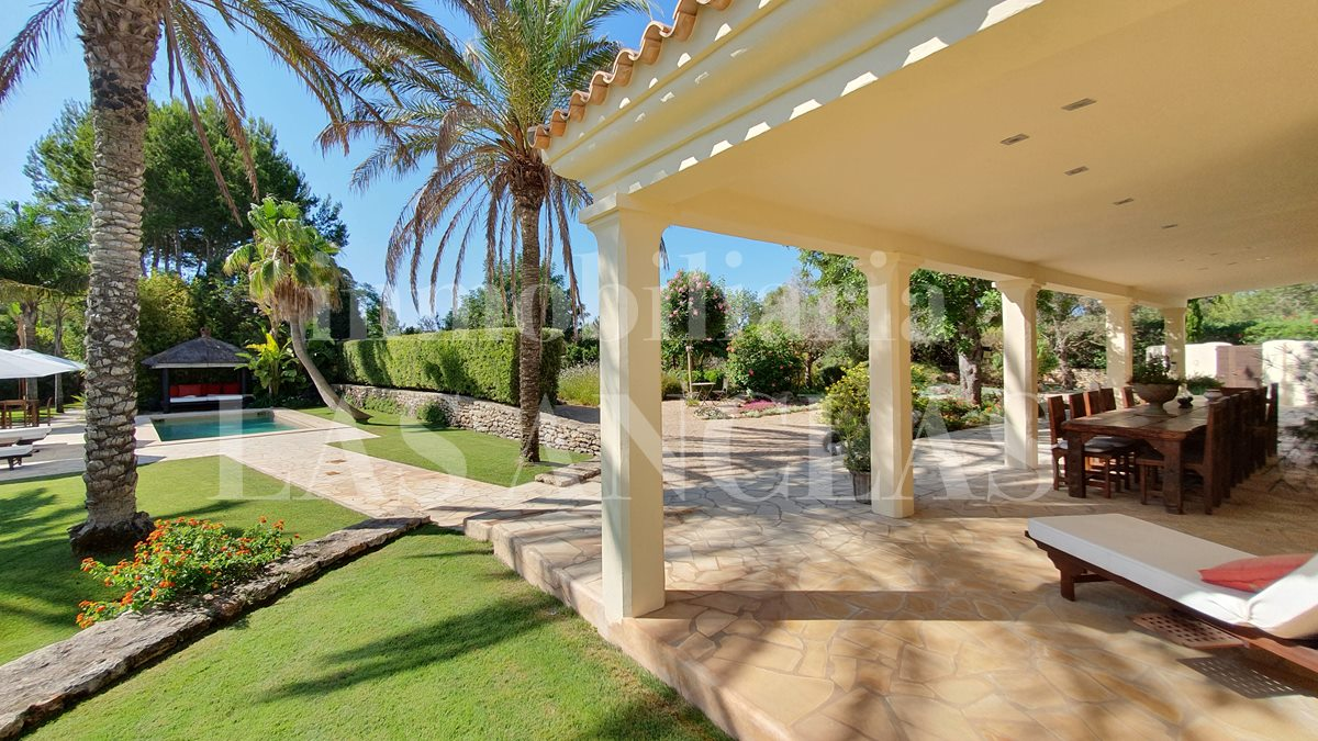 Ibiza Santa Gertrudis - Peacefully located luxurious villa at ground level with dream garden for sale