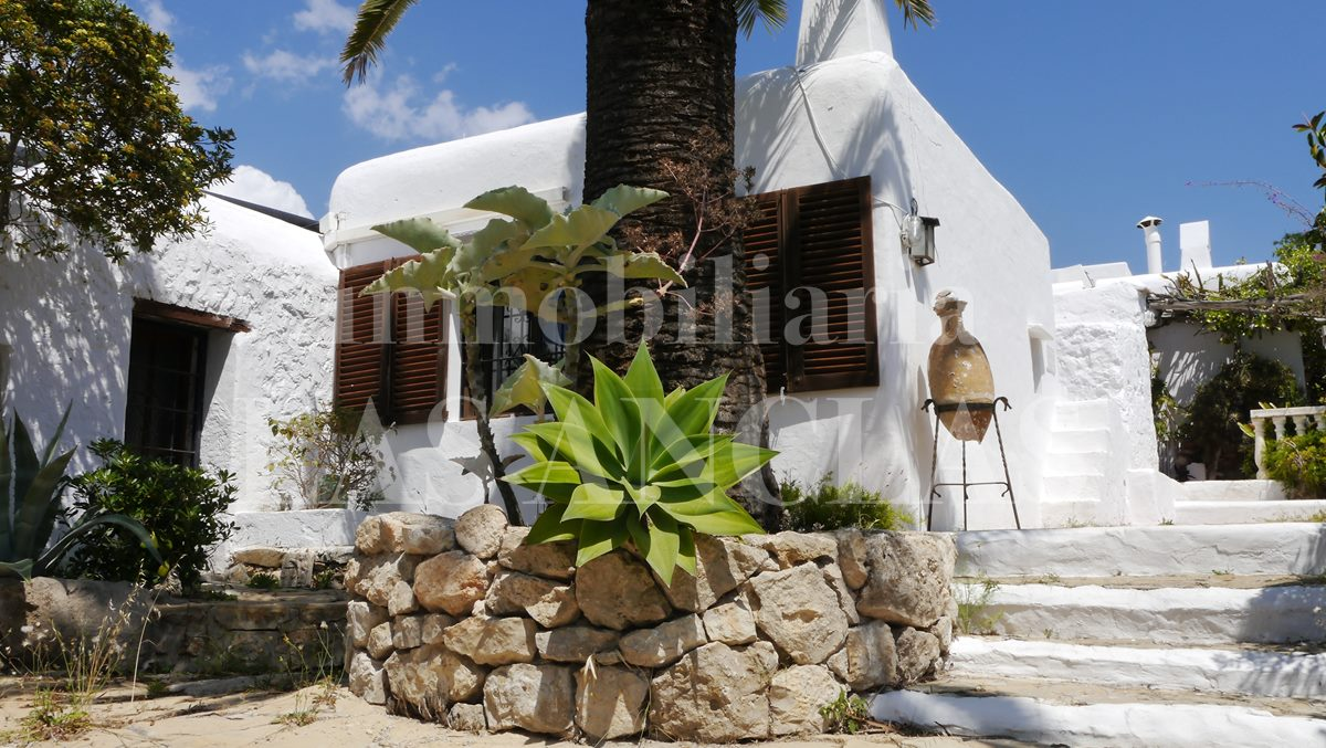 Typical Ibiza finca with centuries of history for the lovers of the islands charm - finca / farm house in Jesús Ibiza for sale