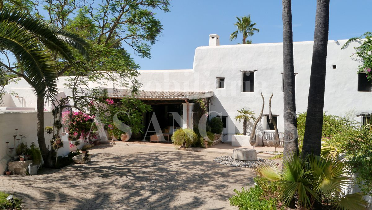 Gorgeous 16th century finca for sale with touristic rental license - finca / farm house in Santa Gertrudis Ibiza for sale