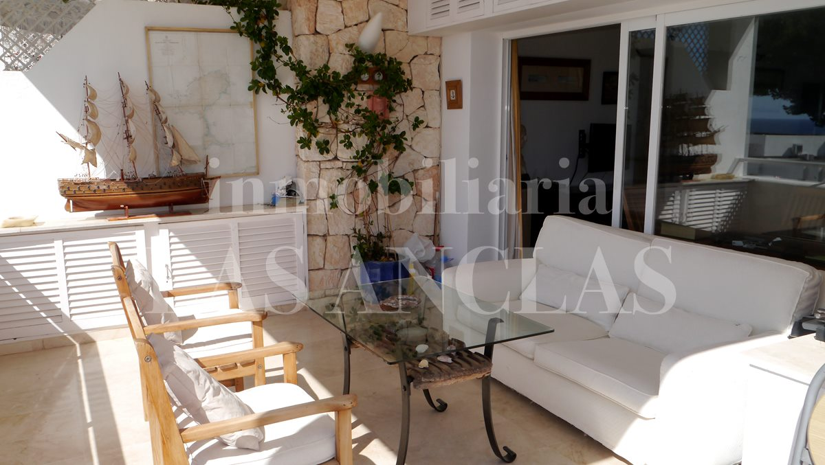The covered terrace invites to relax. - flat / apartment near golf course Ibiza for sale