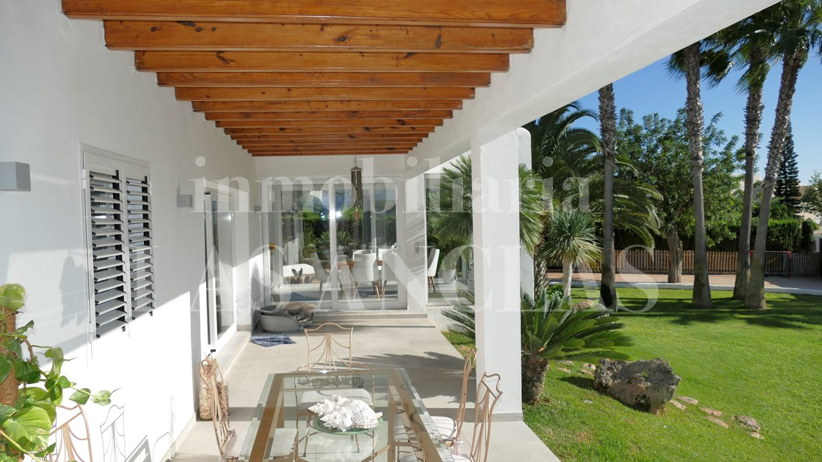 Ibiza Jesús - Very bright and central villa with guest apartment and garage for 6 cars for sale