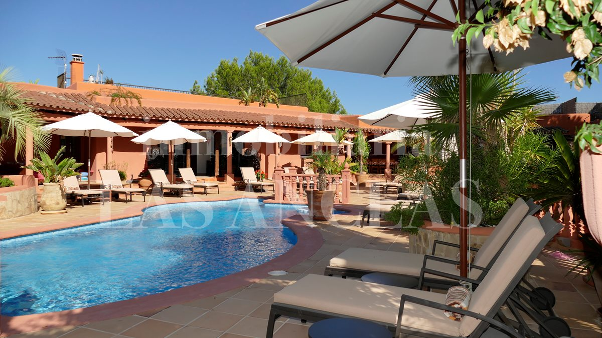Ibiza west coast - Extensive 11 bedrooms villa with large garden near to a sandy beach for sale