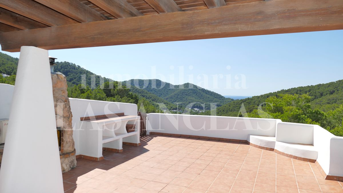 Ibiza Valverde - Attractive, refurbished penthouse flat with large roof terrace and sea views for sale