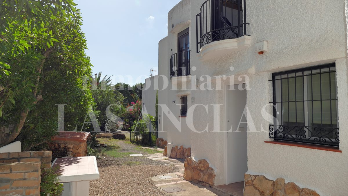 Ibiza Can Pep Simó - Appealing terraced house not far from the sandy beach of Talamanca bay for sale