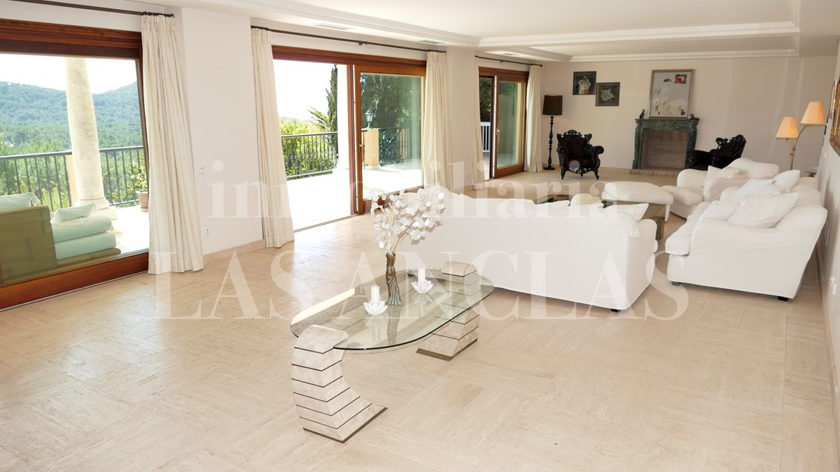 Ibiza Jesús - Classic villa with views of the sea and Dalt Vila perfect for large families for sale