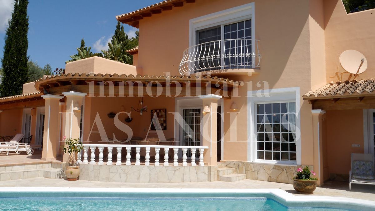Mediterranean villa with separate guest room, nice garden and natural Stone walls - villa in Santa Eulalia Ibiza for sale