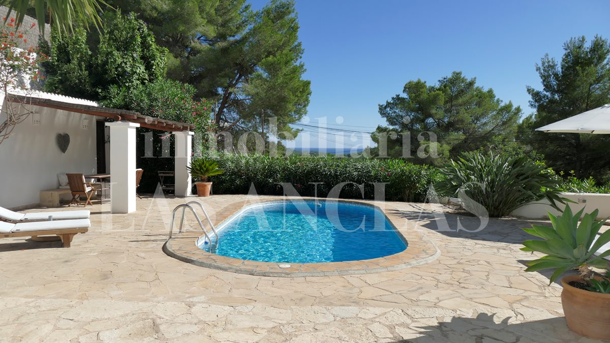 Ibiza Santa Eulalia - Opportunity! Beautiful, very charming villa with delightful views to the sea for sale
