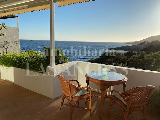 Ibiza Roca Llisa - Home on the sea! Extraordinary,sunlit terraced house with access to sea for sale