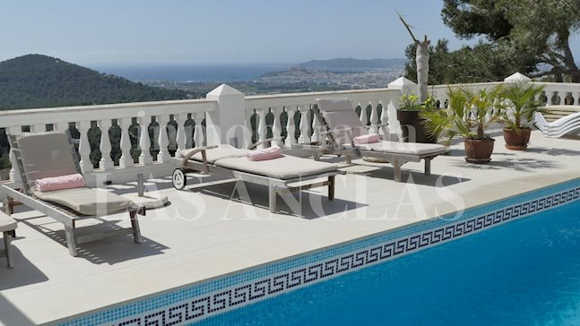 Ibiza Can Furnet - Large villa with guest apartments, rental license and dreamlike sea views for sale