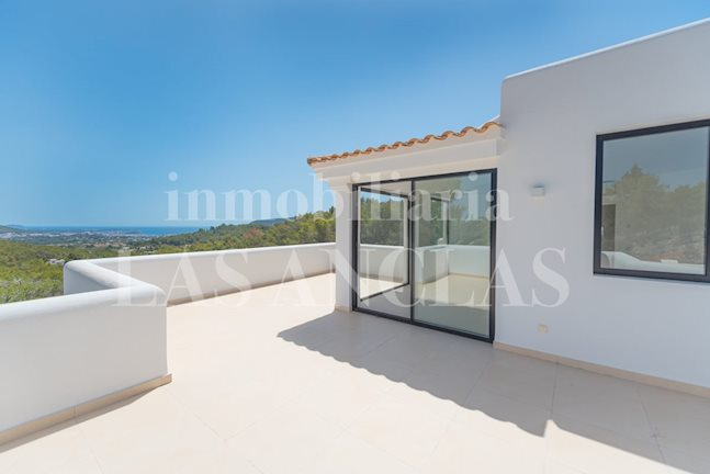 Ibiza Santa Eulalia - Very spacious, modern luxury country villa with magnificent views to the sea to buy