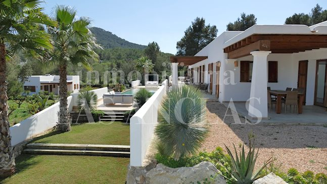 Ibiza Santa Eulalia - Imposing luxury mansion in peaceful location with 15m infintity pool for sale