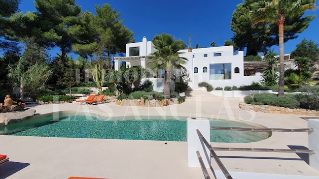 Ibiza between Ibiza & Sta. Eulalia - Awesome 7-bedroom-villa with sea views & guest house in pacific location to buy