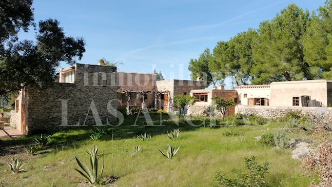 Ibiza Jesús - A piece of Ibiza! Authentic finca in a very peaceful, unspoilt surrounding for sale