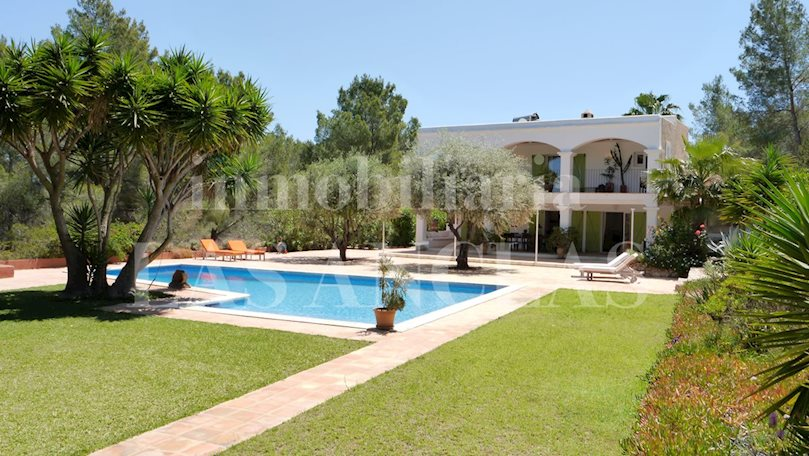 Ibiza San José - Fantastic property situated in a very idyllic and private landscape to buy