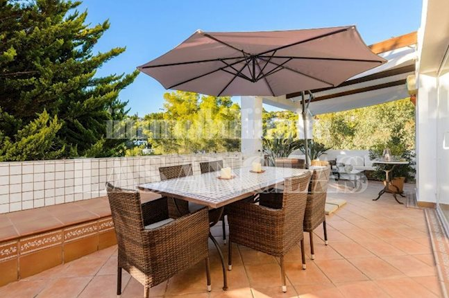 Ibiza Jesús - Large apartment with fireplace and spacious terrace in great location to buy