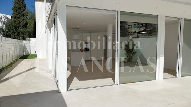 Ibiza Talamanca - Luminous and ample modern flat with large terraces of 114sqm to buy