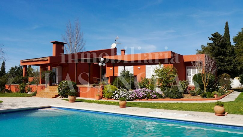 Ibiza Jesús - Single storey villa in a quiet but centric area with large underground garage to buy