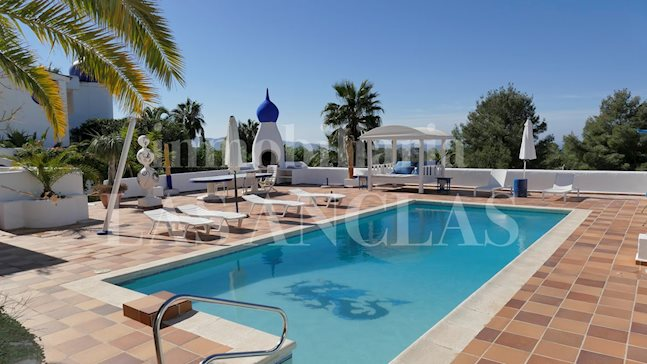 Ibiza west coast - Tourist rental license! House with 6 flats + 2 guest rooms with sea views for sale