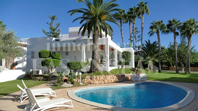 Ibiza Jesús - Luxury villa with guest flat and underground garage near to local schools to buy