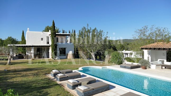 Ibiza Santa Gertrudis - Luxurious country villa with guest house and 14m pool in total privacy for sale