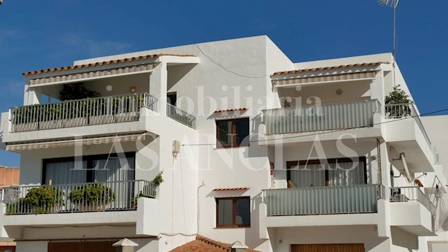 Ibiza Jesús - Extraordinary 5-bedroom penthouse flat with garden, garage and studio to buy