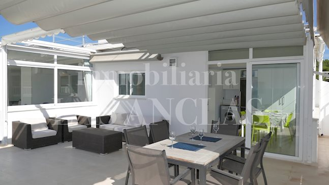 Ibiza Talamanca - Large and sunlit top floor flat with 4 bedrooms, big terrace and sea views to buy