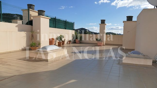Ibiza Jesús - Centric and very inviting penthouse flat with private roof terrace for sale